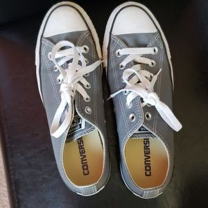 Women's 8.5 low top converse - lightly used